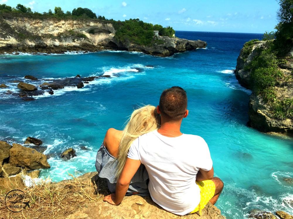 nusaceningan-bluelagoon-couple.jpg
