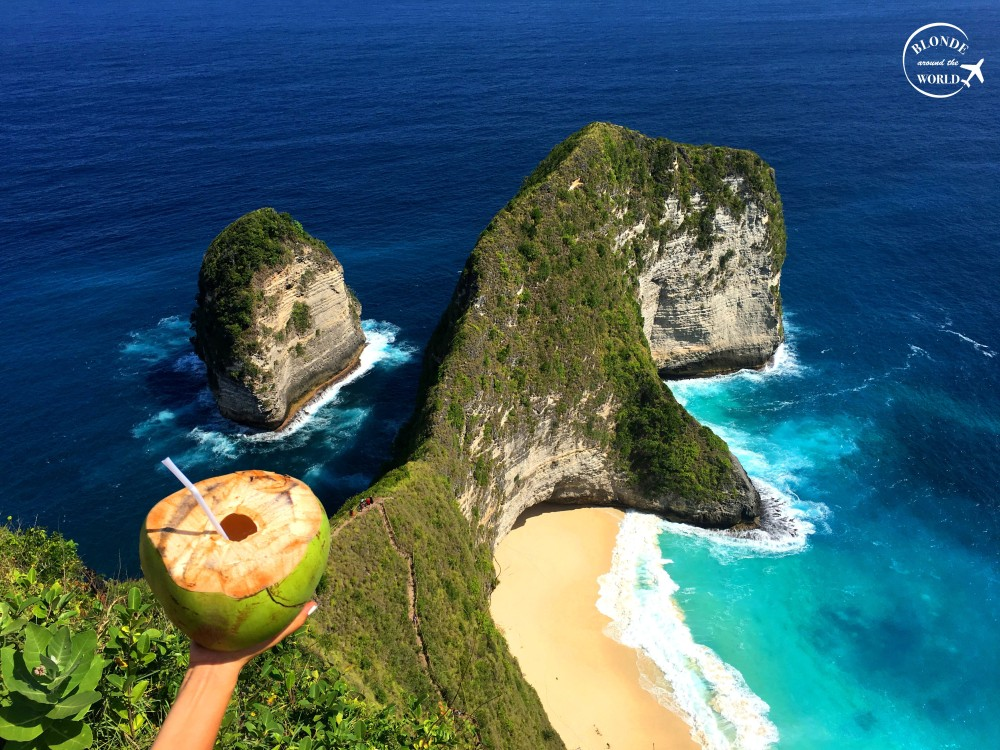 nusapenida-kelingkingbeach-coconut