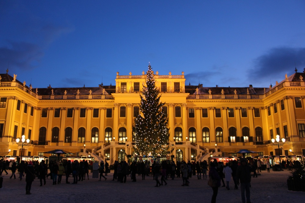 schonbrunn-castle-winter-christmas.jpg