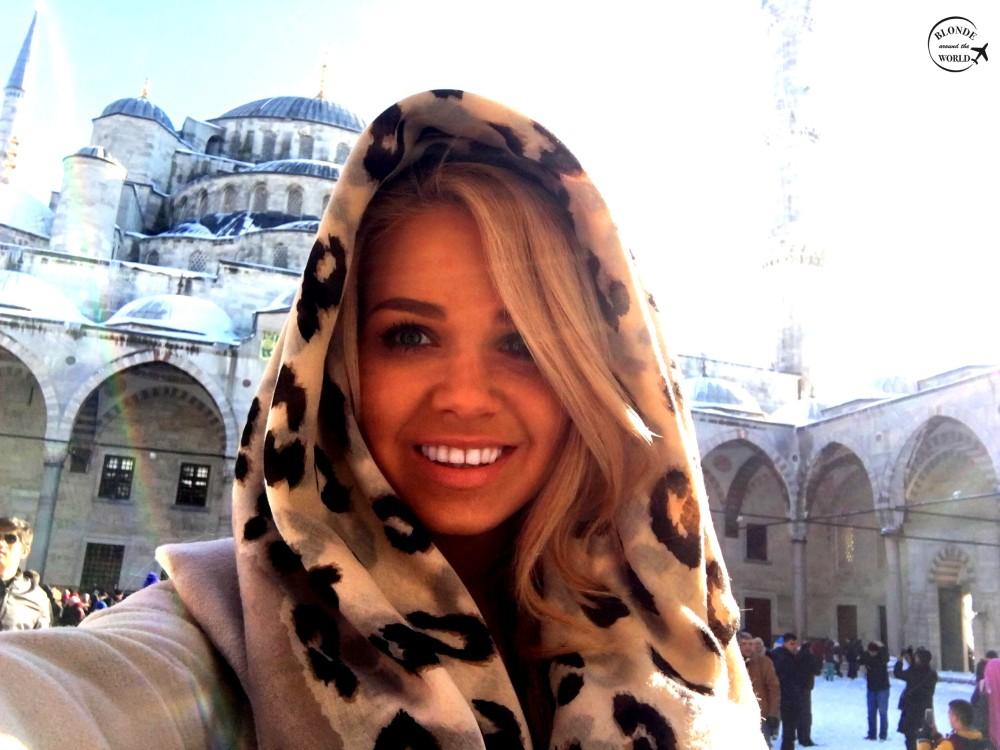 istanbuk-mosque-mandatoryscarf.jpg