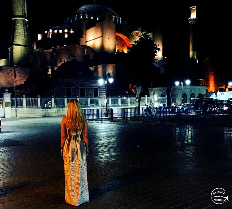 istanbul-hagiasophia-bynight.jpg