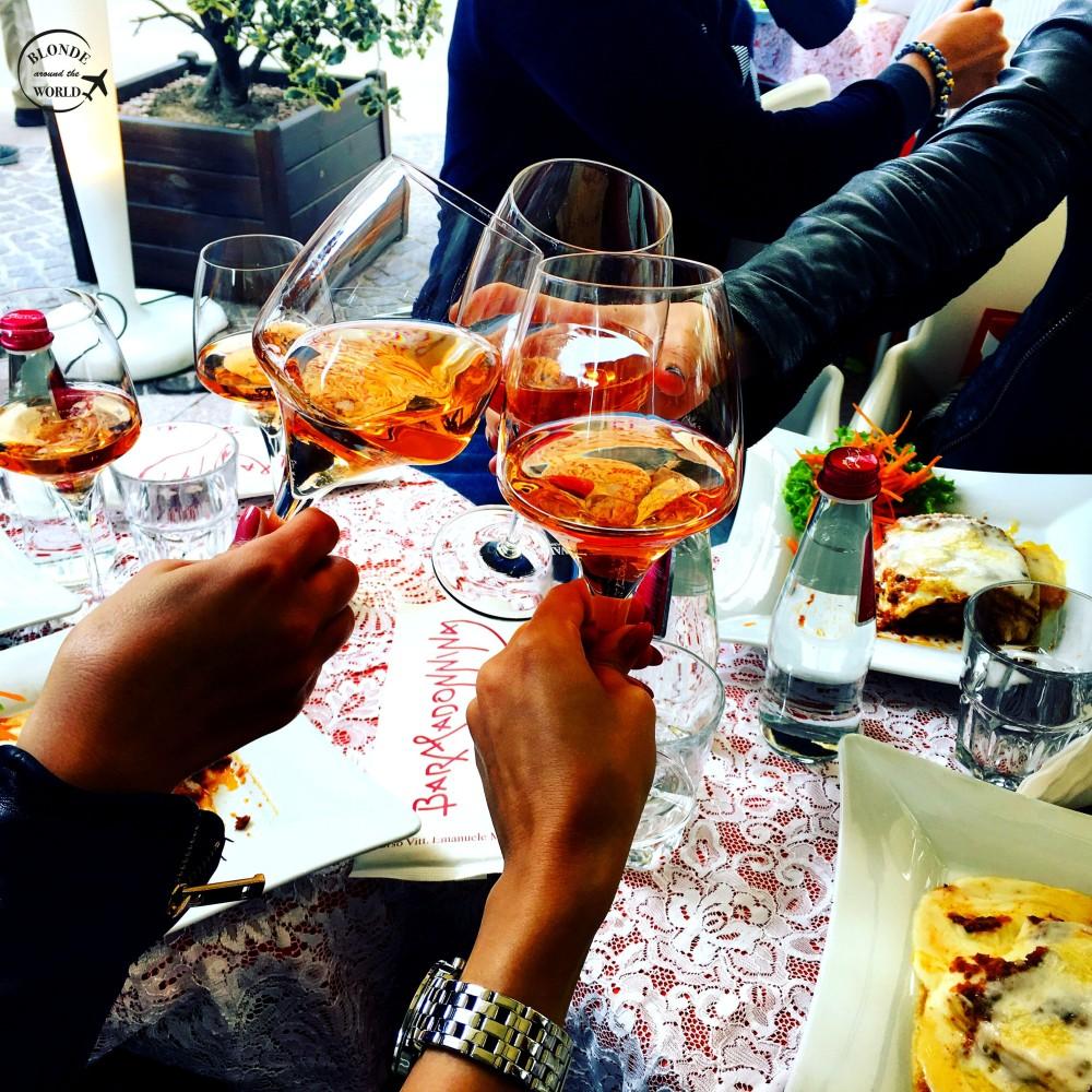 milan-wine-girls