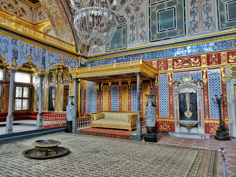 Topkapi-Palace-Harem-Imperial-Hall-7.jpg