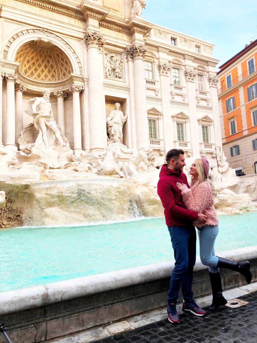 rome_trevi-couple.JPG